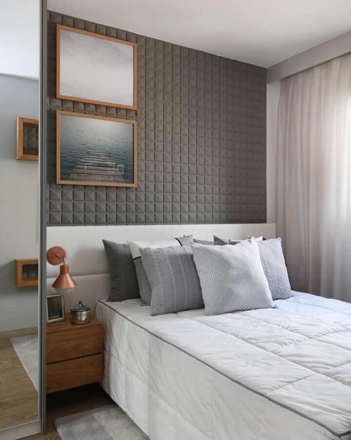 decoração com revestimento 3D para quarto cinza de casal Foto Sesso & Dalanezi Arquitetura