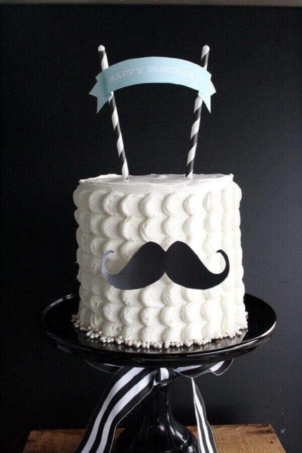 decoração de bolo de aniversário com bigode de papel  Foto Bolo de Aniversário