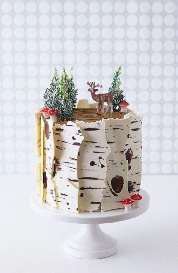 decoração de bolo de aniversário com tema floresta  Foto Mums Make Lists