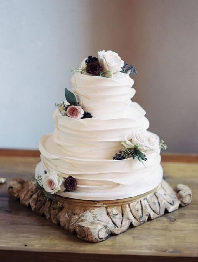 decoração de bolo de casamento com chantilly e rosas Foto Glitter Words Live