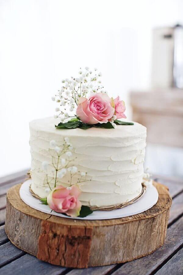 decoração de bolo de casamento com rosas Foto Lauren Stubbings