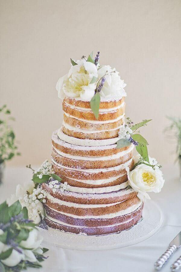 decoração de bolo de casamentos com flores brancas estilo naked cake  Foto Yandex