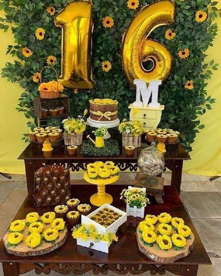 decoração de festa de aniversário com girassol Foto Pinosy