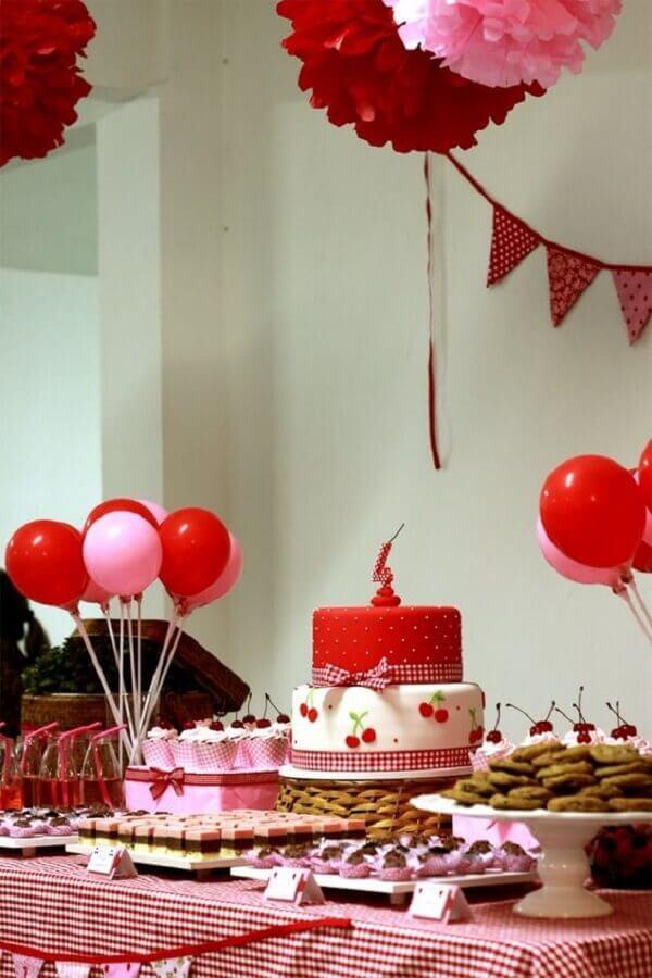 decoração de festa de aniversário vermelha e rosa Foto Senhora Inspiração!