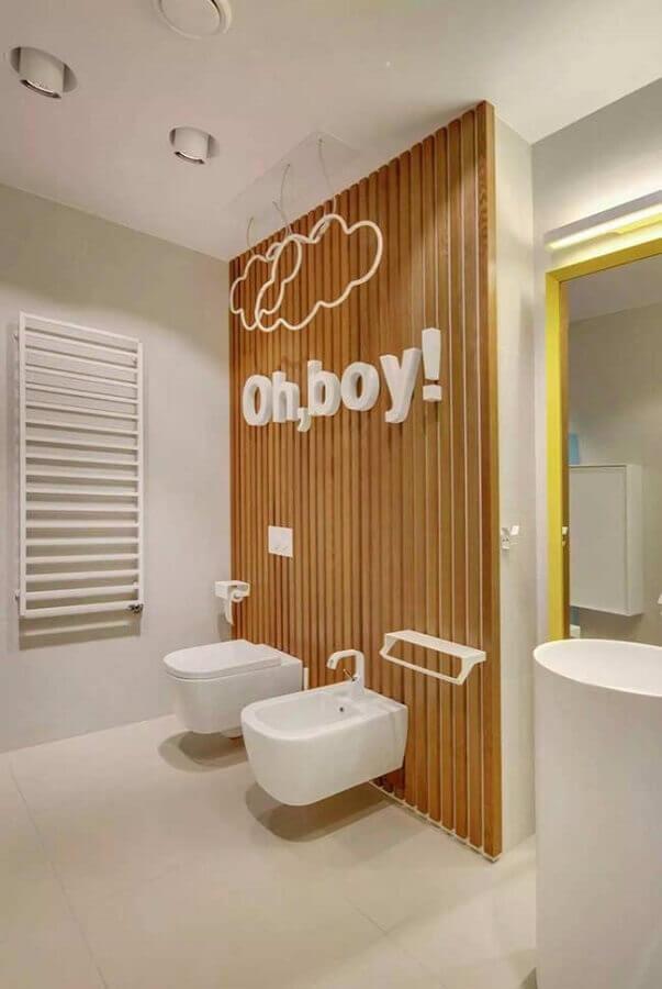decoração divertida para banheiro masculino em cores neutras Foto Pinterest
