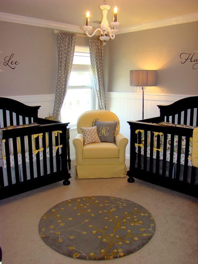 decoração em amarelo e preto para quarto de bebê gêmeos Foto Noaki Jewelry