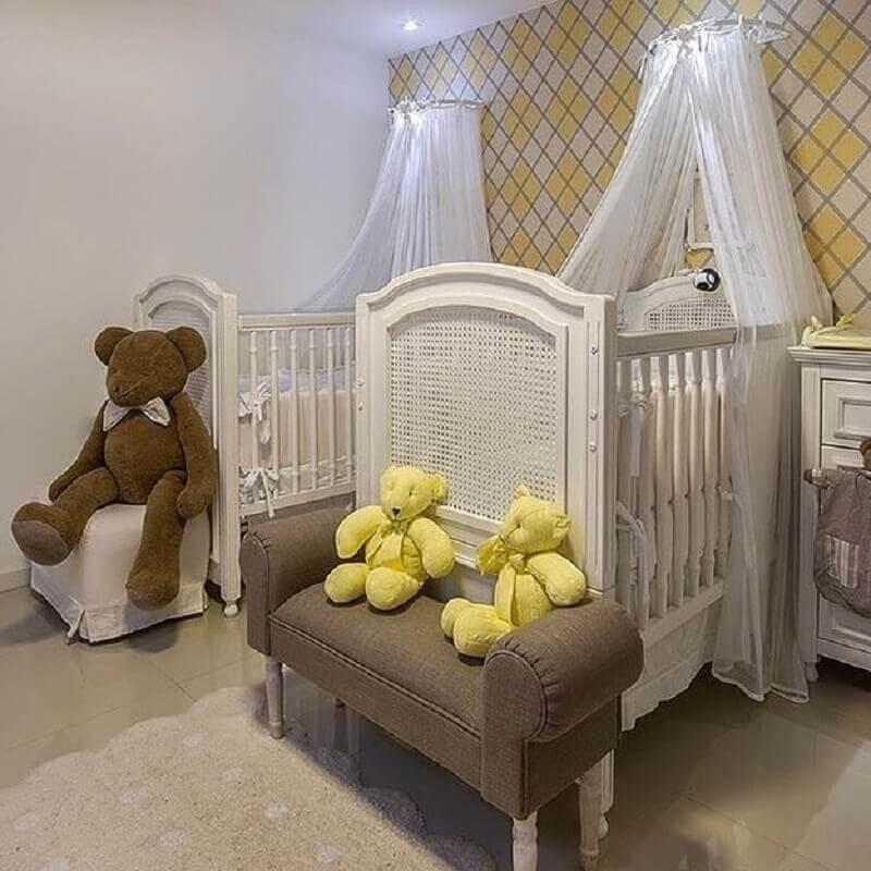 decoração em tons neutros para quarto de bebê gêmeos com dossel Foto Atelier Bless Barn