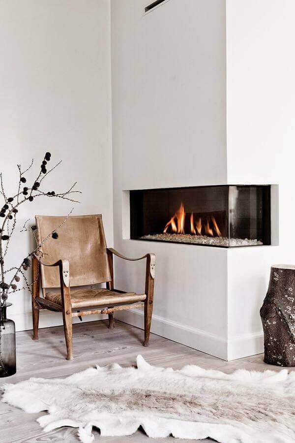 decoração escandinava com lareira elétrica de canto Foto Victors Design Agency
