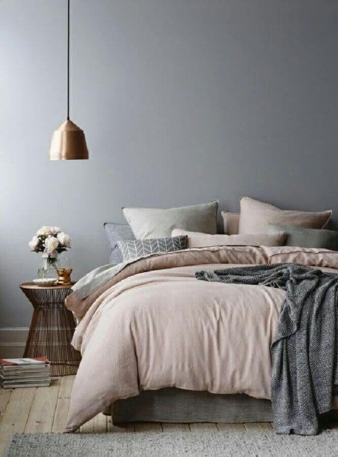 decoração minimalista para quarto cinza e rosa com luminária rose gold Foto TLC Interiors
