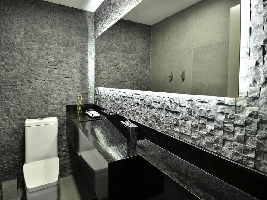 decoração moderna com parede 3d e espelho para lavabo com iluminação embutida Foto Maira Schaffer