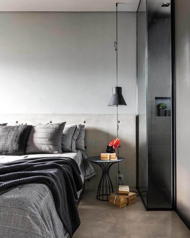 decoração moderna e minimalista para quarto cinza com luminária preta Foto Triart Arquitetura