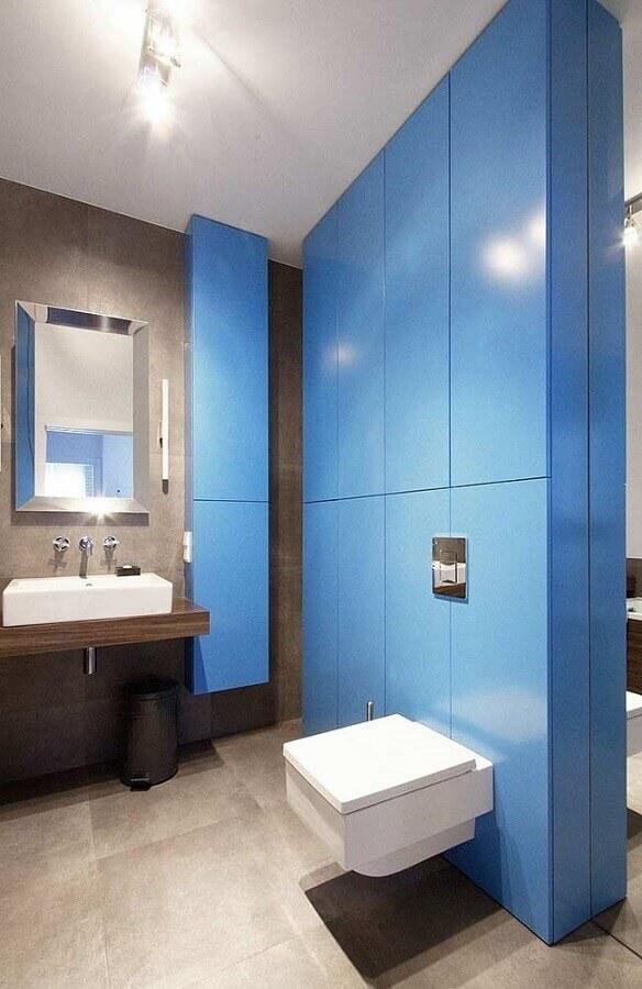 decoração para banheiro masculino com parede azul Foto Soma Architekci