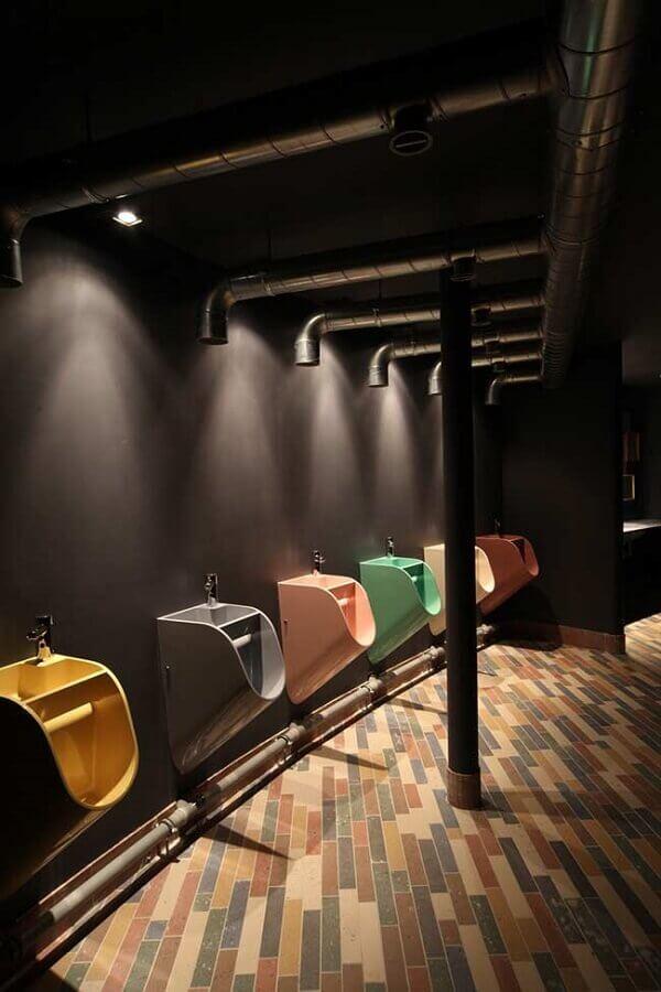 decoração para banheiro masculino comercial com mictórios coloridos Foto Air Freshener