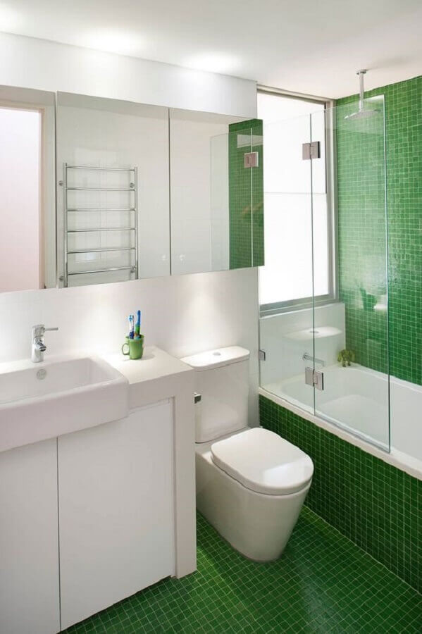 decoração para banheiro masculino simples com pastilhas verdes Foto Decohoms