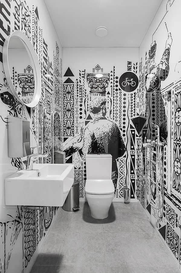 decoração para banheiro masculino todo branco com adesivo de parede Foto Casinha colorida