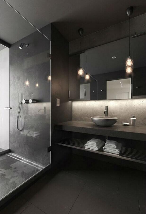 decoração para banheiro masculino todo cinza com pendente minimalista Foto Planeta Deco