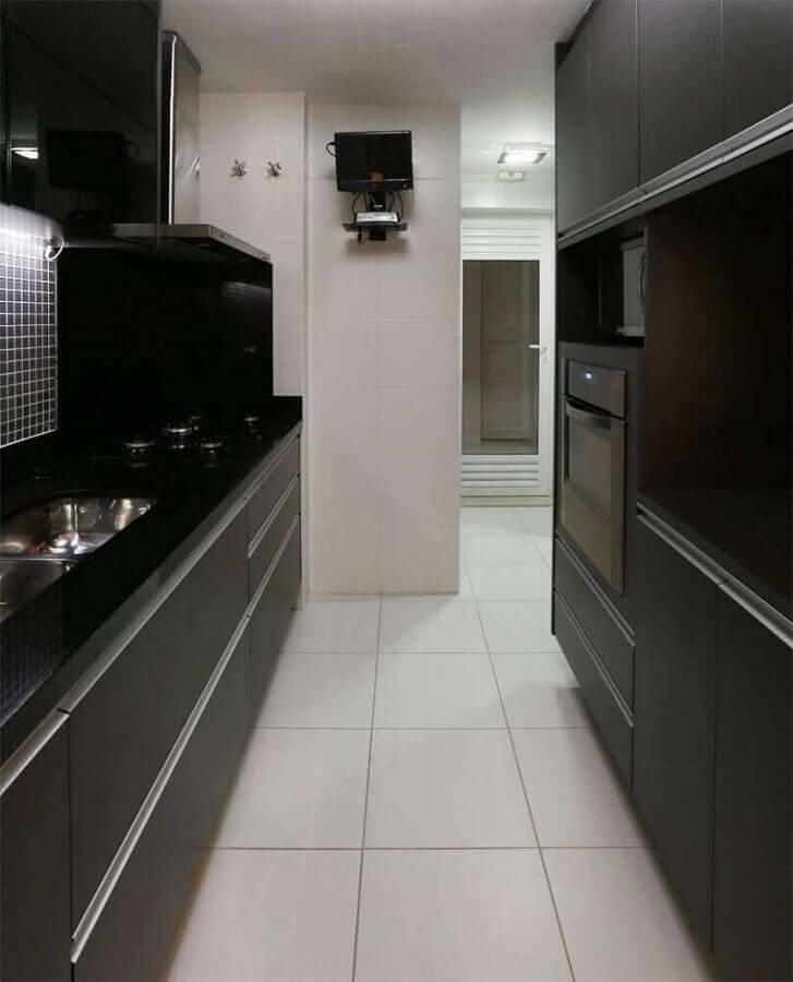 decoração para cozinha compacta preto e branca planejada Foto Betania Pacheco