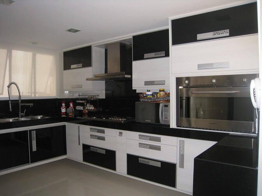 decoração para cozinha planejada preta e branca Foto Pinterest