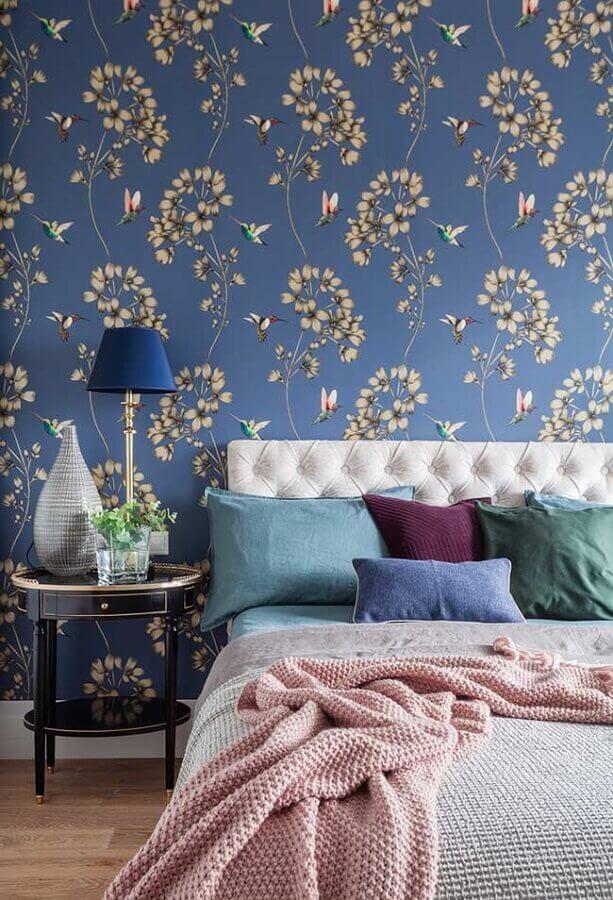 decoração para quarto azul com papel de parede e criado mudo redondo Foto Pinterest
