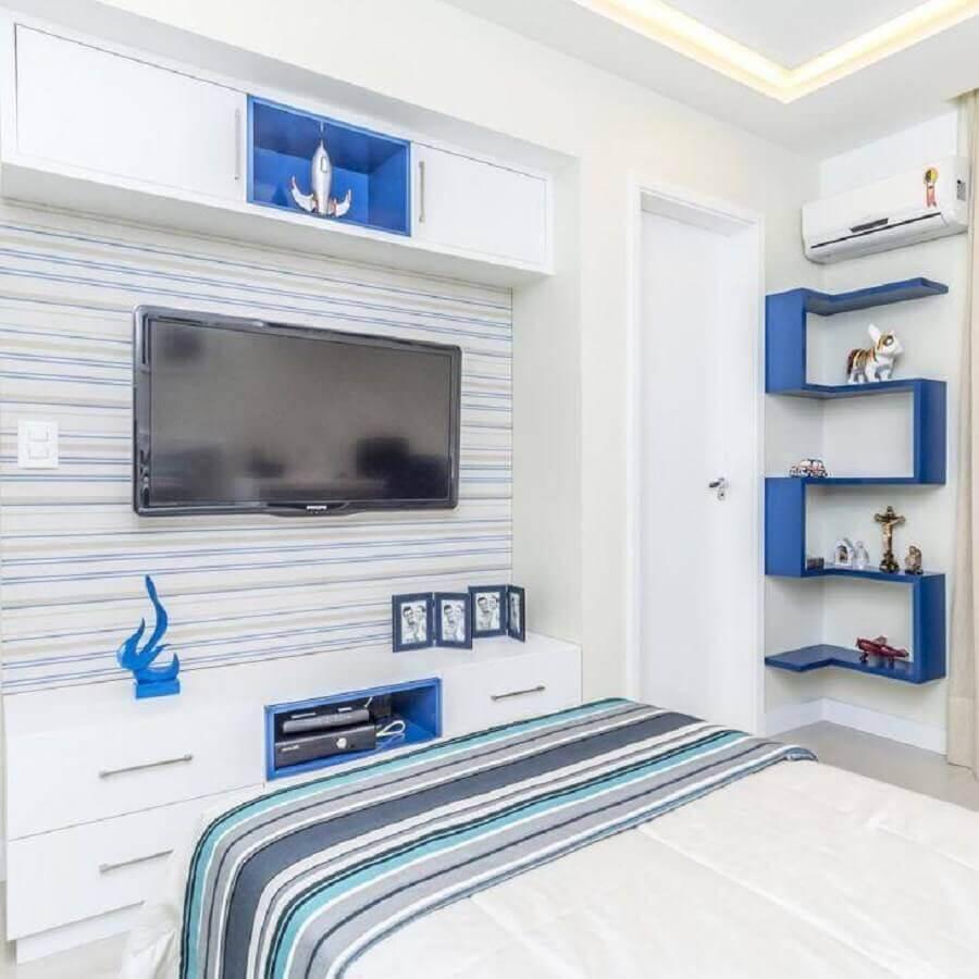 decoração para quarto azul e branco com prateleira diferente Foto Renove Projetos