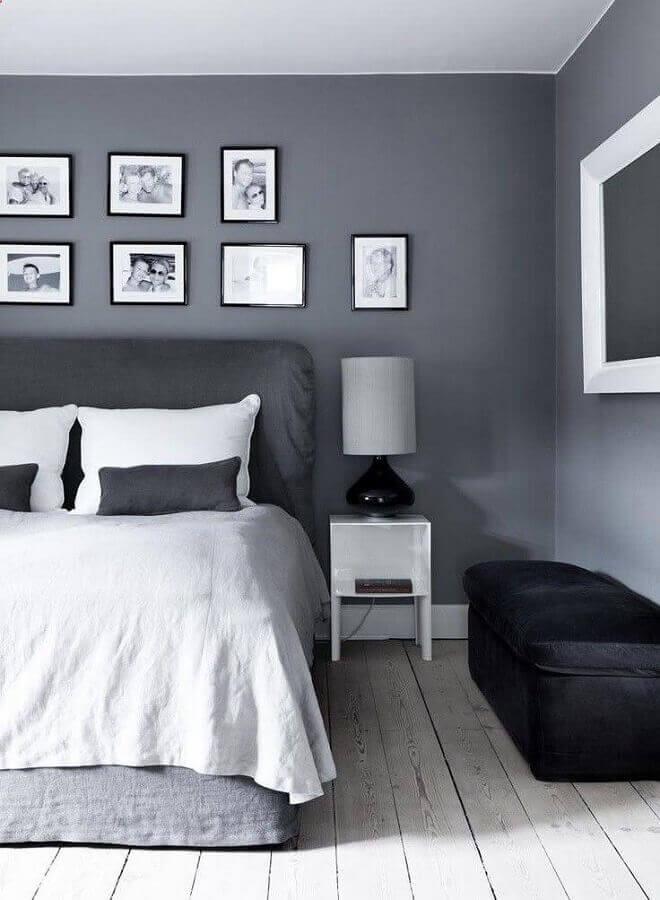 decoração para quarto cinza e branco com vários quadros na parede Foto Pinterest