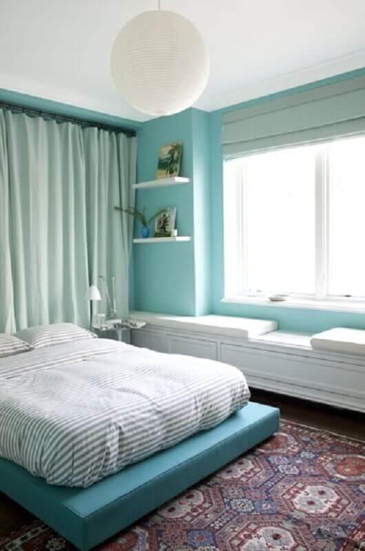 decoração para quarto de casal branco e verde água Foto Popsugar