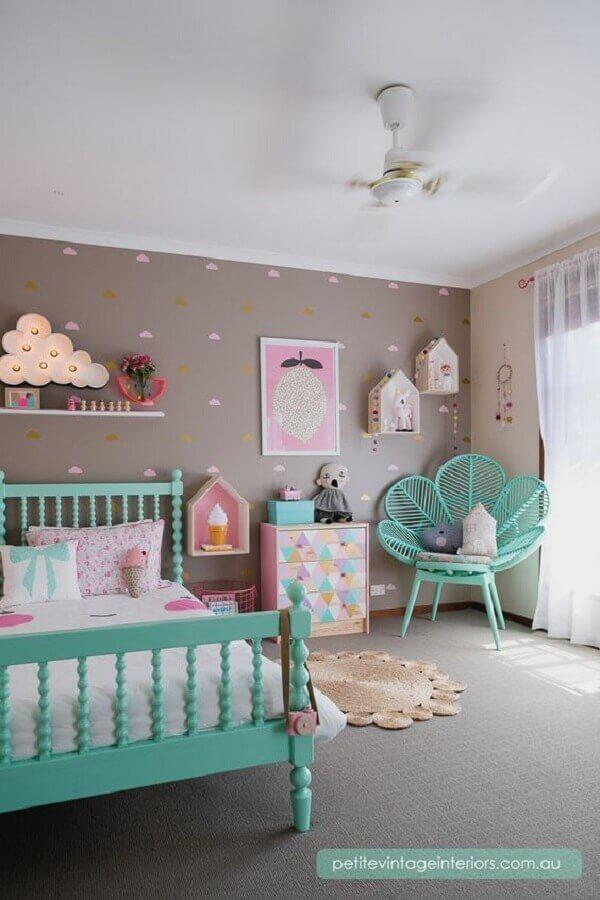 decoração para quarto infantil verde água e cinza Foto Petite Vitage Interiors
