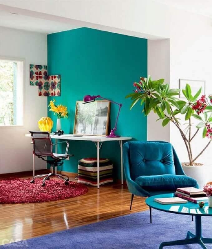 decoração para sala integrada com home office com parede verde água Foto Pinterest