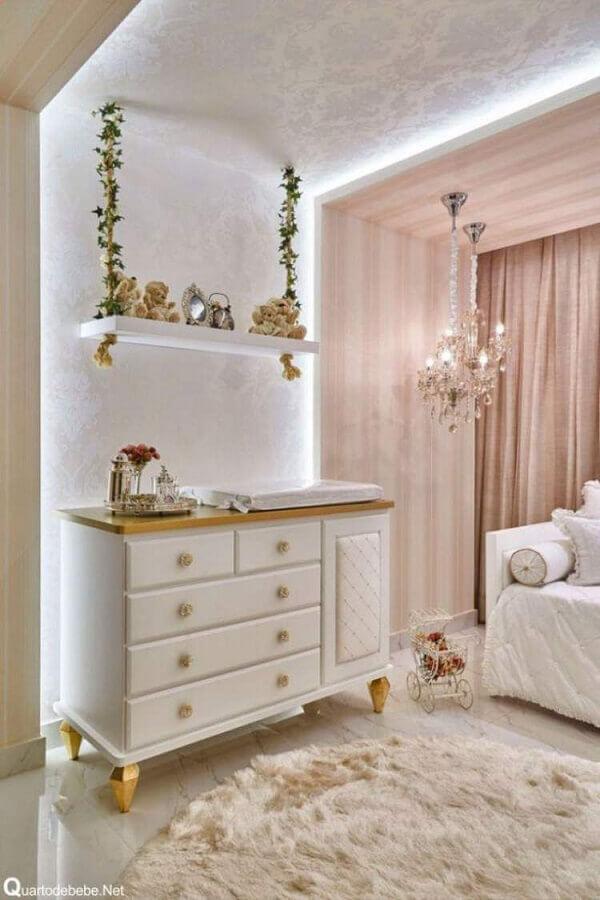 decoração romântica com prateleira suspensa para quarto de bebê Foto Levitrabook