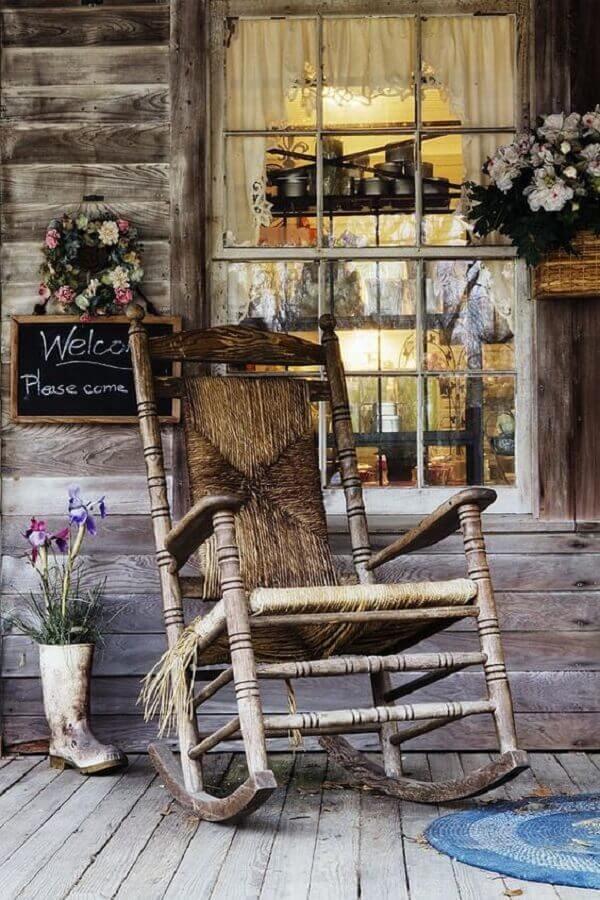 decoração rústica com cadeira de balanço antiga Foto Viajante Clandestino