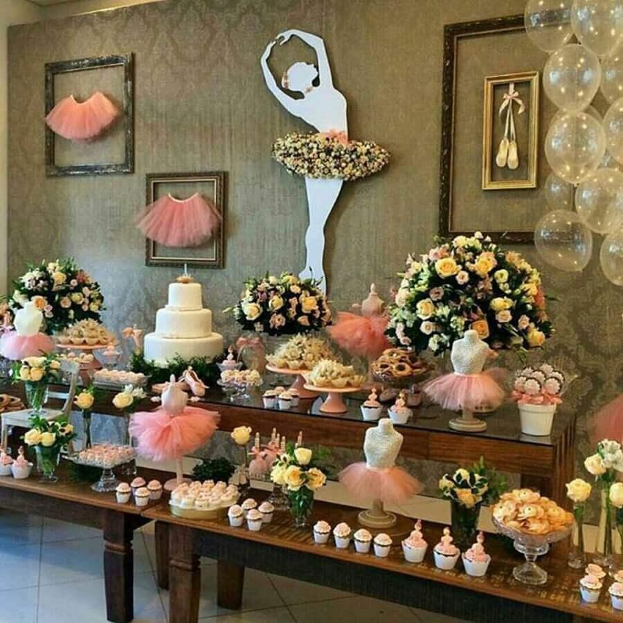 decoração rústica para festa bailarina com grandes arranjos de flores Foto Pinterest
