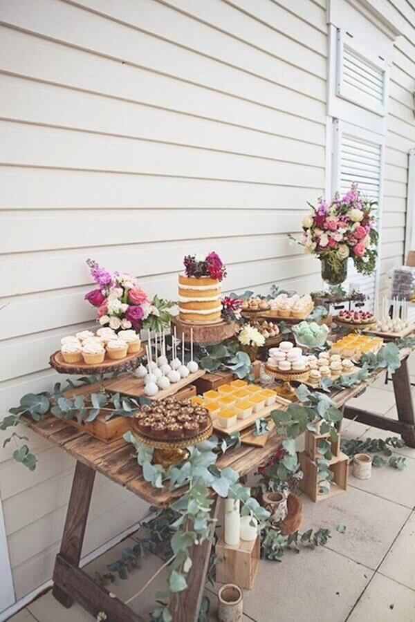 rustic decoration for birthday party with flower and foliage arrangements Foto We Heart It