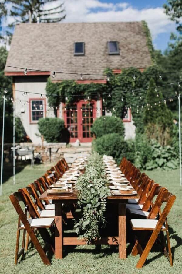 decoração rústica para festa de casamento ao ar livre com arranjo de folhagens Foto Pinterest