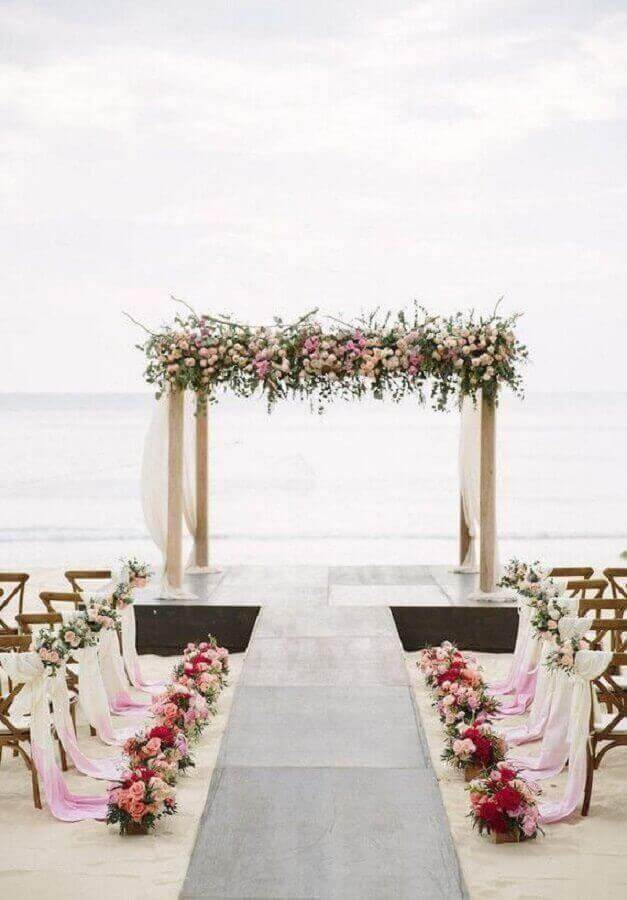 decoração romântica para casamento ao ar livre com arranjos de flores Foto Neu dekoration stile