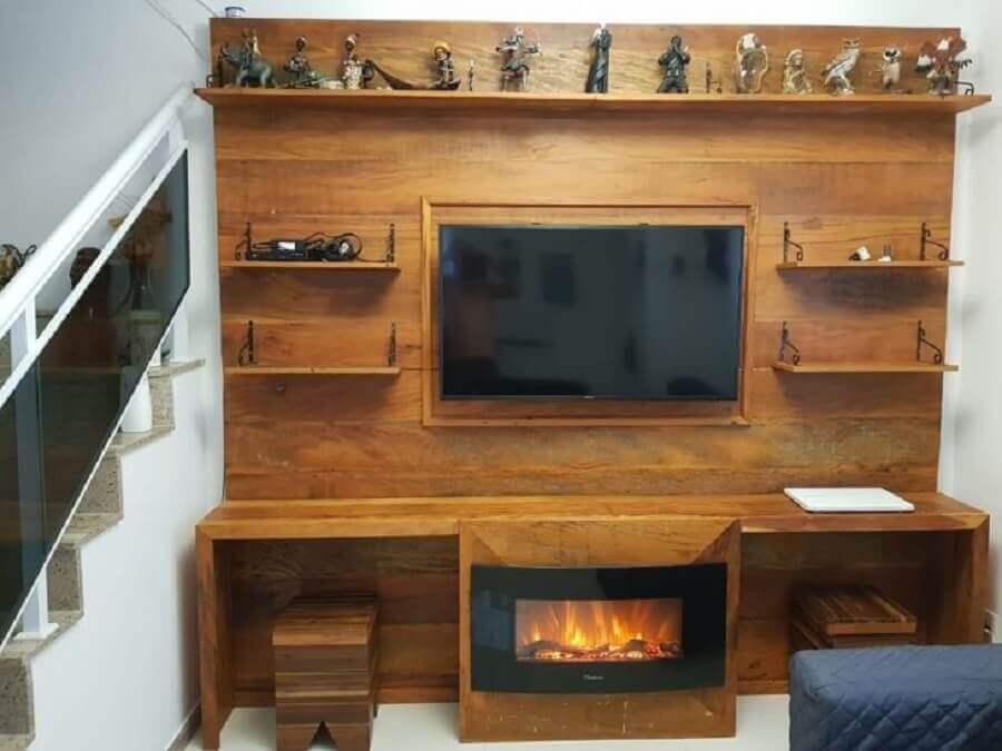 decoração simples com lareira elétrica com aparador embutida em móvel de madeira Foto Nascimento dos Móveis
