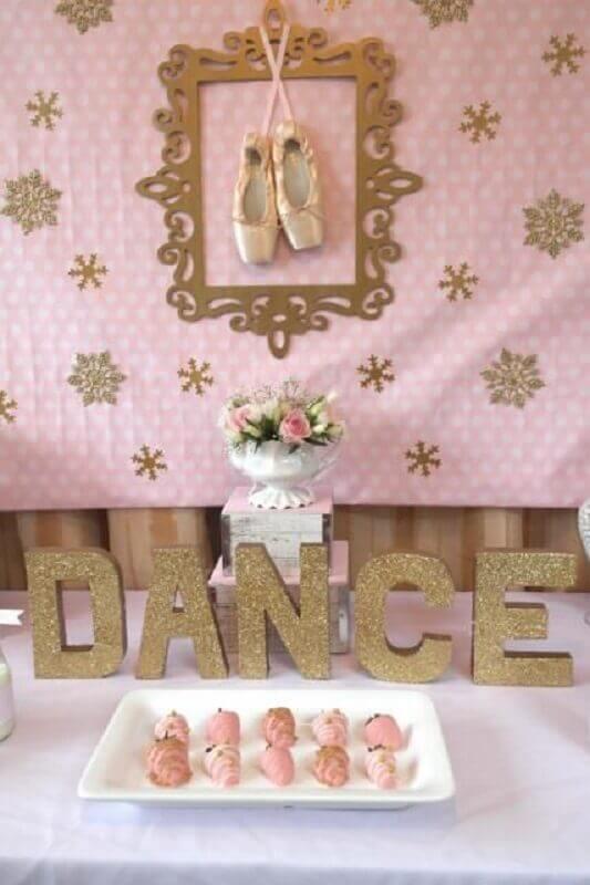 decoração simples para festa bailarina rosa e dourado Foto Pinterest