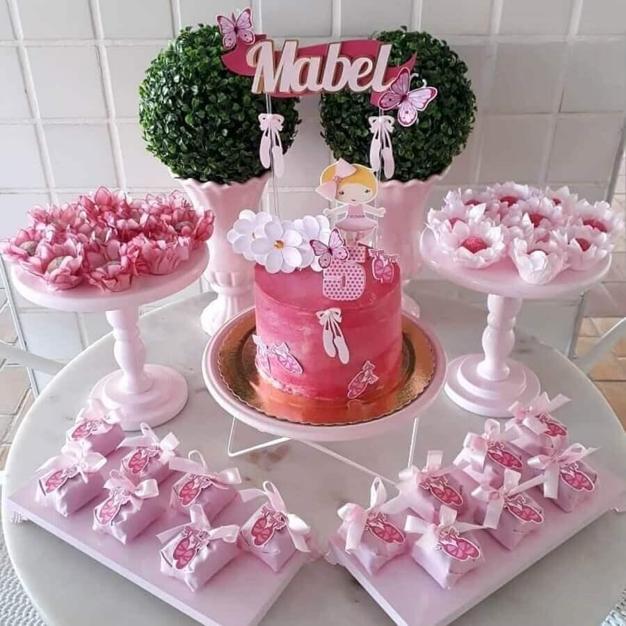 416da02d1d decoração simples para mesa de doces em festa infantil bailarina Foto  Trakinando Festas