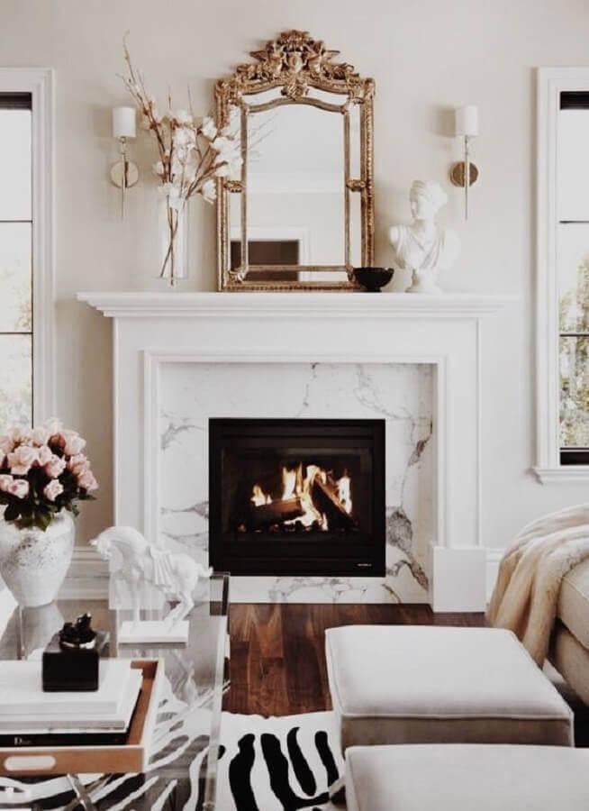 decoração sofisticada para sala com lareira elétrica de embutir Foto The Decorista