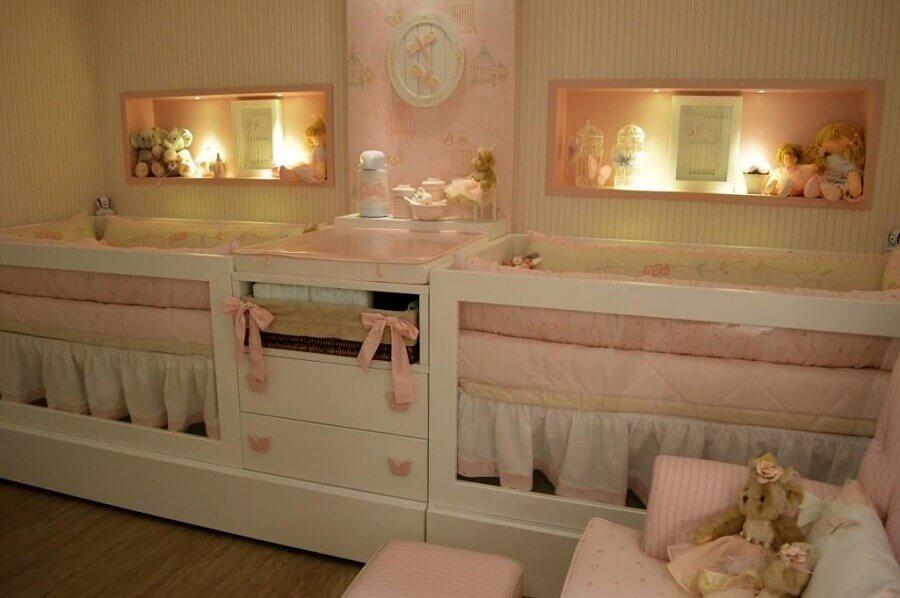 delicada decoração cor de rosa para quarto de bebê gêmeos planejado Foto Pinosy