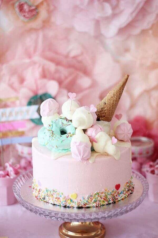 divertido bolos decorados simples com granulado colorido suspiros e casquinha de sorvete  Foto Pinterest