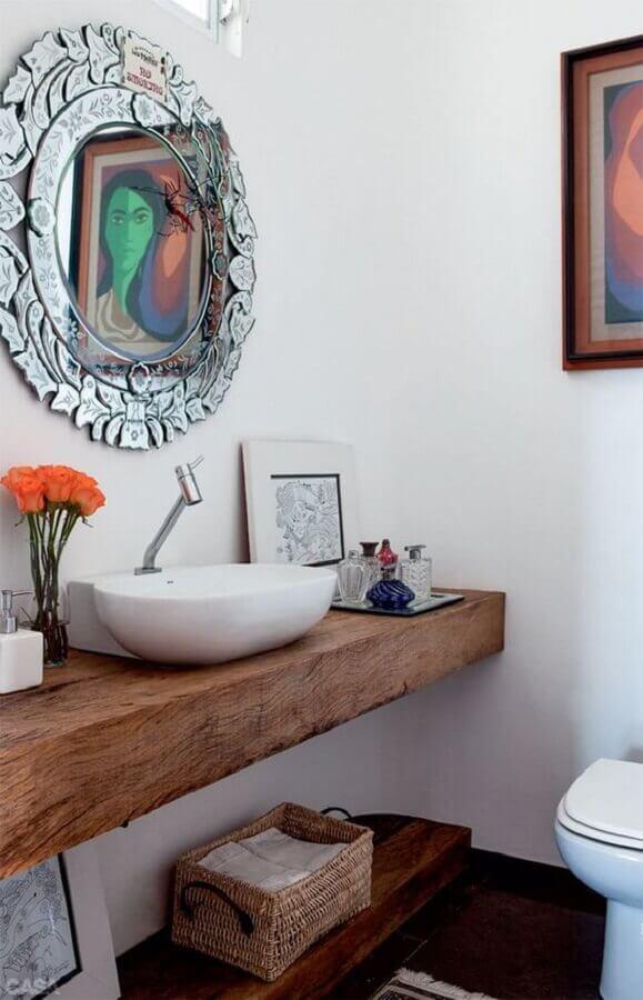 espelho para lavabo decorado com bancada de madeira Foto Casinha Colorida