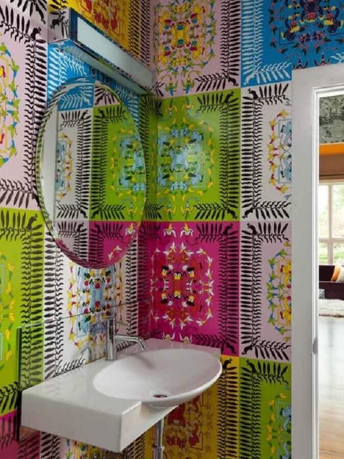 espelho para lavabo pequeno decorado com azulejos coloridos Foto Casinha Colorida