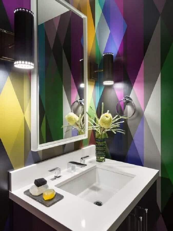 espelho para lavabo pequeno decorado com paredes coloridas Foto Pinterest