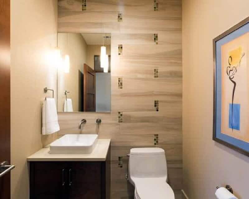 espelho para lavabo pequeno decorado com pendentes minimalistas e quadro Foto Ideias para Decorar