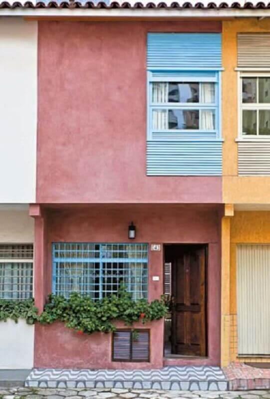 fachada de casa geminada com paredes coloridas Foto Pinterest