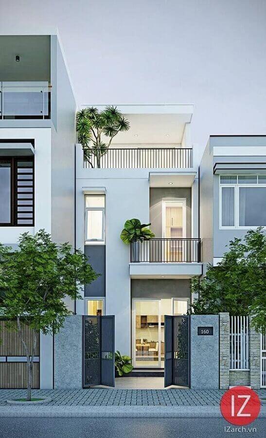 fachada de casa geminada moderna com pequena varanda Foto IZarch