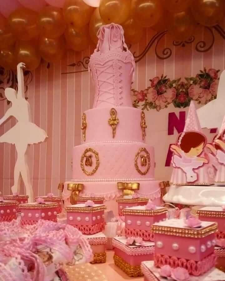 festa bailarina com bolo 4 andares personalizado Foto Mônica PH Santos