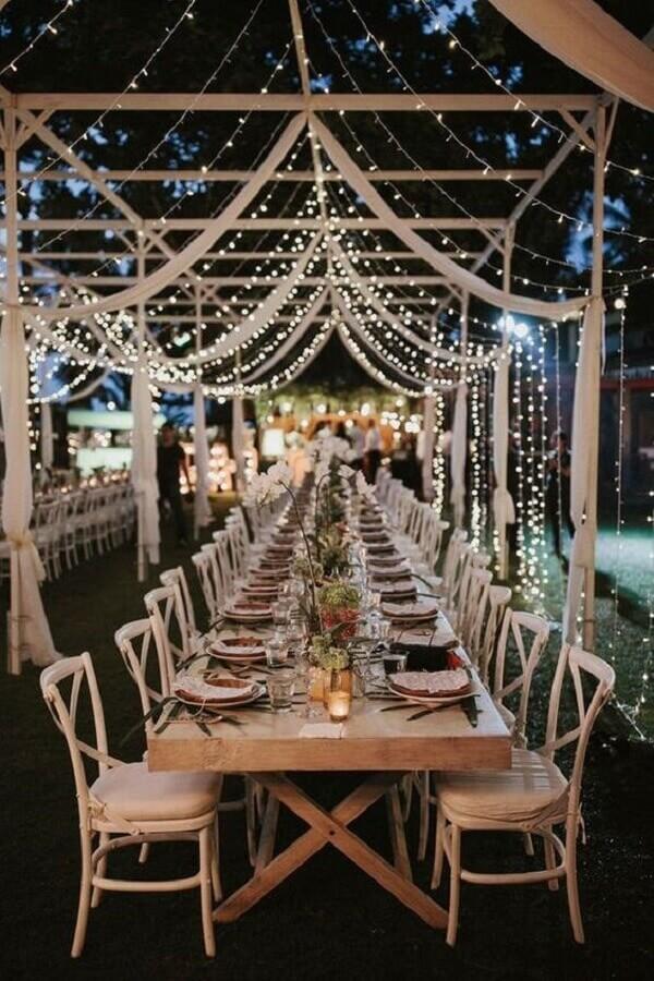 festa de casamento ao ar livre a noite decorada com pisca pisca Foto Etsy