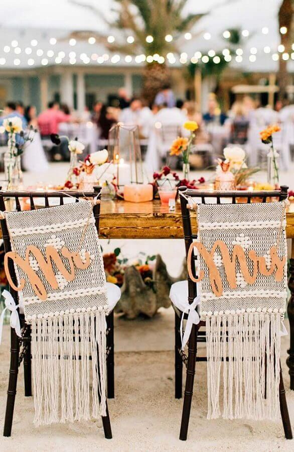 festa de casamento ao ar livre com cadeiras decoradas Foto Pinterest
