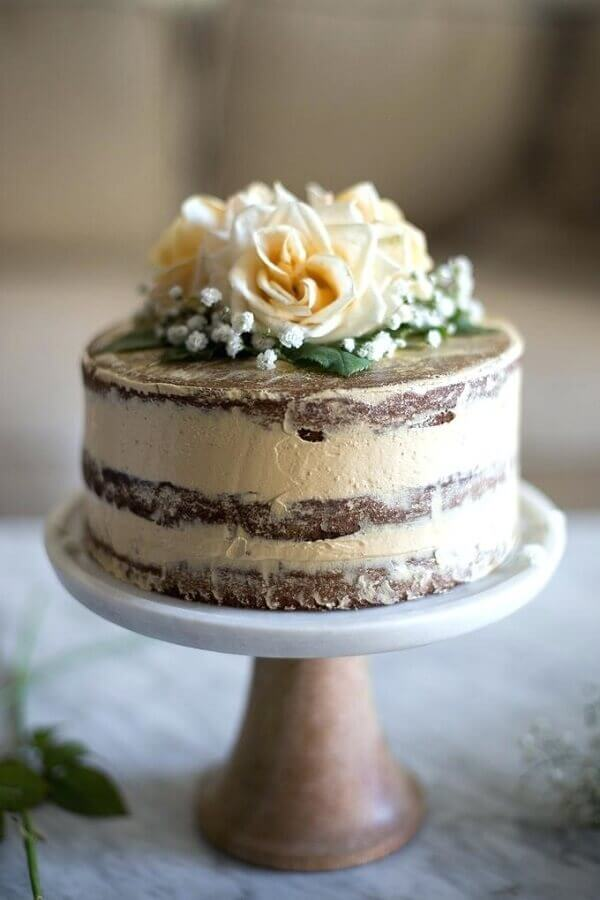 ideia simples para bolo decorado com flores no topo Foto Marulan General Store